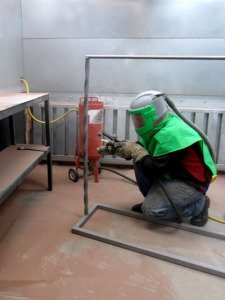 Blast Room Operator Cleaning Part For Powder Coating
